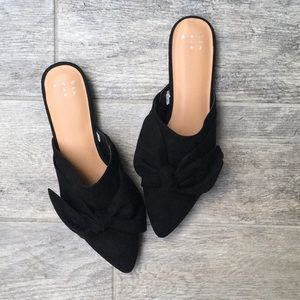 Never Worn- Black Bow Slides